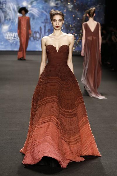 Самые роскошные вечерние платья Недели моды в Нью-Йорке | галерея [3] фото [14]