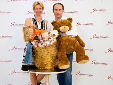 Татьяна Лазарева и Михаил Шац помогают детям