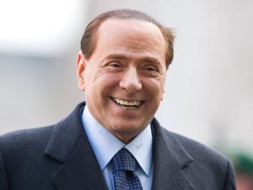 Сильвио Берлускони (Silvio Berlusconi) считает, что «лучше любить красивых девушек, чем геев»