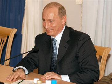 Владимир Путин пообещал продолжить тренироваться на льду