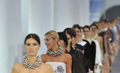 Твид и футуризм: в Париже прошел показ Chanel весна-2013