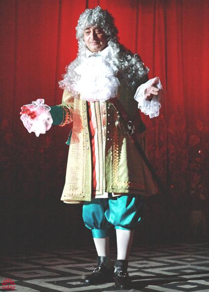 14 сентября в пензенском областном драматическом театре стартует новый 224-ый сезон. Он откроется спектаклем по пьесе Михаила Булгакова «Кабала святош». Главную роль в нем сыграет художественный руководитель театра Сергей Казаков. Постановка станет своего рода бенефисом заслуженного артиста России - в 2016 году Сергей Казаков празднует 50-летие. Свой юбилей он уже отметил 20 августа.