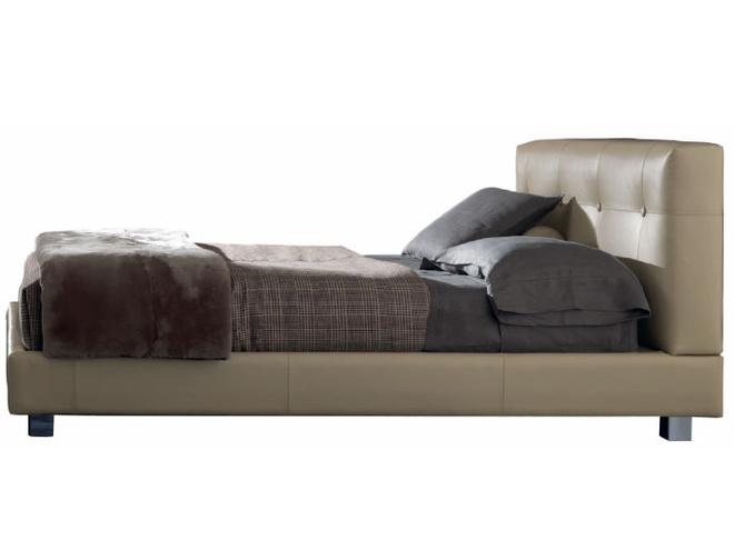 Кровать Wearing Bed, кожа, дизайн Родольфо Дордони для Minotti, салон «Флэт-интерьеры».