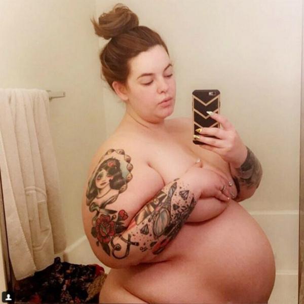 Беременная плюс-сайз модель Тесс Холлидэй сделала «голое» селфи