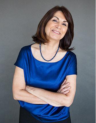 Клэр Жибо (Claire Gibault) родилась в 1945 году в Мансе (Франция). Первая женщина, приглашенная дирижировать оркестром Ла Скала. Сейчас выступает с концертами в Европе, Канаде и США. Кавалер ордена «Академические пальмы» и ордена Почетного легиона.