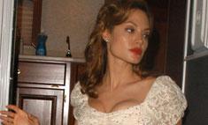 Джоли вышла замуж в традиционном свадебном платье