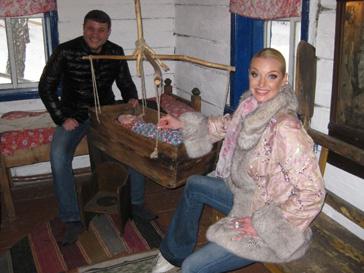 Анастасия Волочкова и Бахтияо салимов на экскурсии по заповеднику