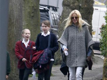 Гвинет Пэлтроу (Gwyneth Paltrow) с детьми