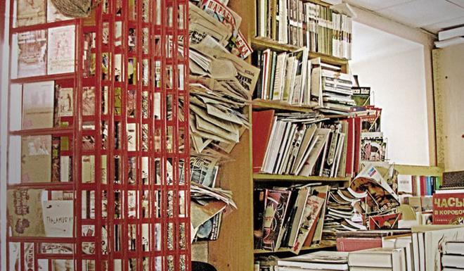 Высоченные шкафы, приставные лестницы, бесчисленные полки, торчащие отовсюду журналы и книги. Такие лавки – настоящий рай для любителей погрузиться в мир литературы.
