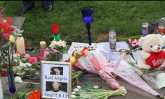 Тысячи цветов для Уитни Хьюстон появились у отеля «Беверли Хилтон»