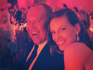 Майкл и Хилари прекрасно проводят время в компании друг друга.