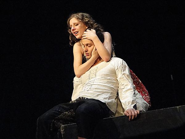 Сцена из спектакля «Ромео и Джульетта»