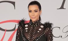 Беременная Ким вышла в свет в прозрачном платье