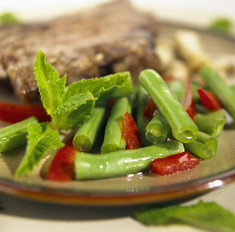 Как приготовить салат из спаржевой фасоли с овощами