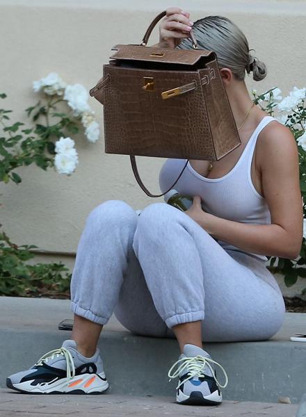 Ким Кардашьян фото после спортзала