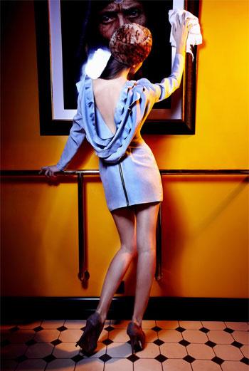 I AM«Скоро появится капсульная коллекция LN family for I am, и одно платье из нее было выпущено специально для «Сlick-boutique». LN family – это два русских дизайнера, девушки, живущие между Европой и Москвой. Платье было задумано в светлых оттенках, облачившись в которые так и хочется представить себя Снежной Королевой или... А что еще нужно в Новогоднюю ночь?» ДАША САМКОВИЧ