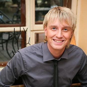 Алексей Гоман стал победителем конкурса «Народный артист» на телеканале «Россия» в 2003 году