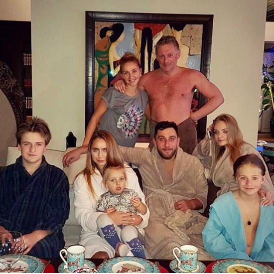 Татьяна Навка выложила вСеть снимок Дмитрия Пескова без одежды