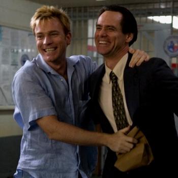 Жестких эротических сцен в фильме нет, зато поцелуями Макгрегора и Керри зрители насладятся вдоволь.