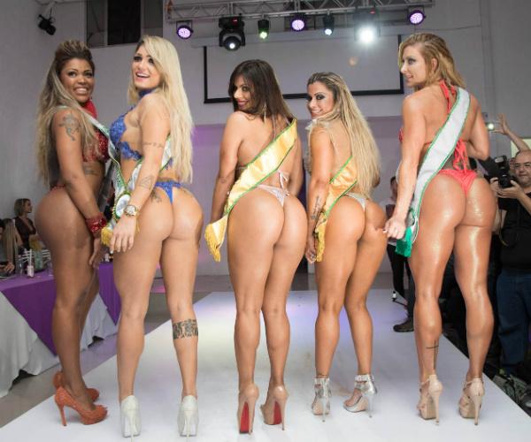 «Самая красивая попа» Бразилии оголилась из-за футбола
