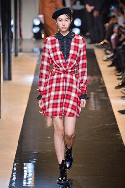 Неделя моды в Париже: показы Alexander McQueen и Paul & Joe ready-to-wear осень — зима 2015-2016   галерея [2] фото [3]