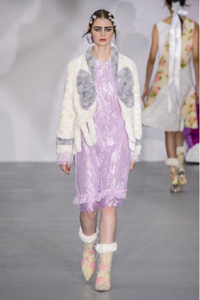 Самые красивые образы Недели моды в Лондоне | галерея [1] фото [21]