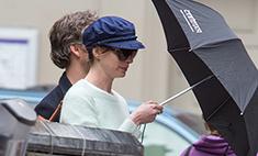 Энн Хэтэуэй даже на улице не скрывает чувств к мужу