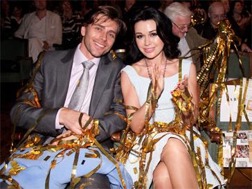 """Анастасия Заворотнюк в компании мужа - Петра Чернышева, на Премии """"Золотой лист"""" 31-го мая 2012 года."""