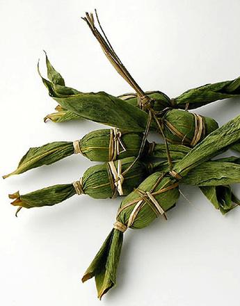 Японцы предлагают упаковывать подарки в цветы и листья бамбука