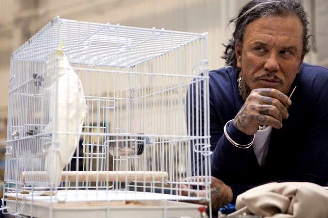 Микки Рурк играет физика Ивана Ванько. Он держит зуб на Железного человека, который когда-то обидел его отца. В коммунальной квартире в районе Белорусского вокзала Ванько создает мощный металлический костюм, чтобы облачиться в него и отомстить Тони Старку.