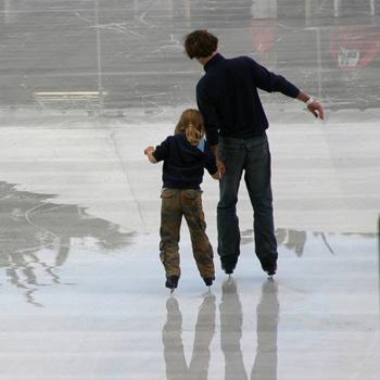 К выбору коньков нужно подойти предельно внимательно, чтобы на льду получить максимум удовольствия от катания.
