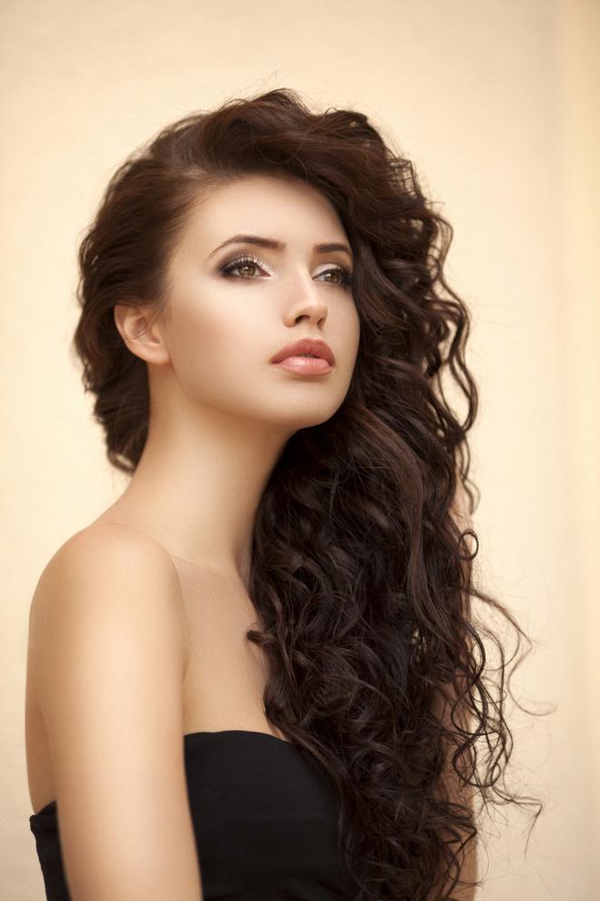 стрижка для вьющихся длинных волос