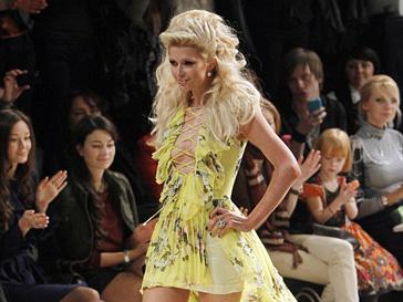 Пэрис Хилтон приняла участие в показе украинского дизайнера Андре Тана