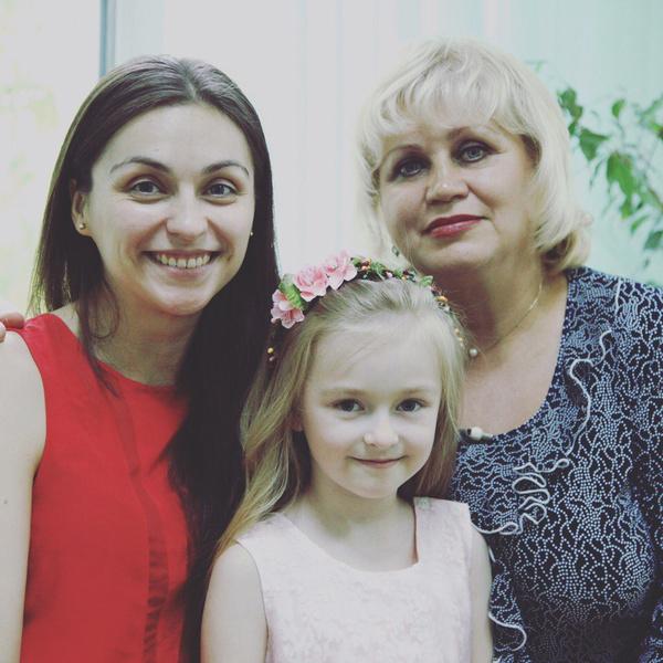 Актриса Ольга Белоброва с мамой и дочкой Варей