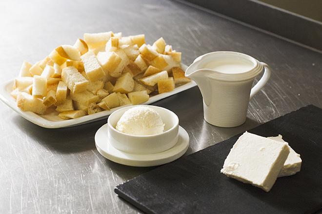Белый хлеб с сыром на завтрак