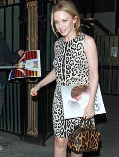 Кайли Миноуг (Kylie Minogue) продемонстрировала, как нужно правильно сочетать два похожих принта