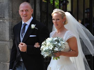Невеста прибыла к месту торжественных событий в компании отца - Марка Филипса.