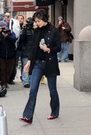 В последнее время Кэти Холмс сильно исхудала, выглядит истощенной и уставшей