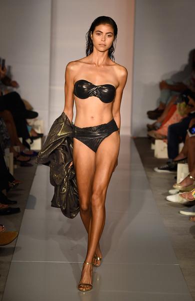 50 самых сексуальных купальников с Недели пляжной моды в Майами | галерея [1] фото [34]