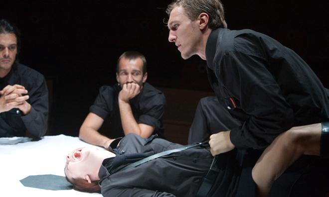 Тему человеческого насилия и жестокости разбирает молодой болгарский режиссер Явор Гырдев (наделавший много шума фильмом «Дзифт» на прошлогоднем ММКФ) в спектакле «Калигула» по Альберу Камю.