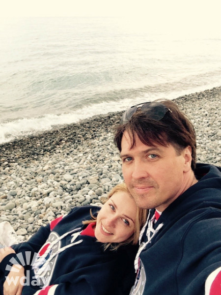 Денис Матросов с девушкой