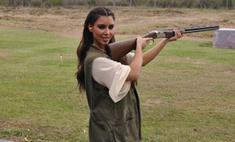 Вооружена и опасна: Ким Кардашьян научилась стрелять