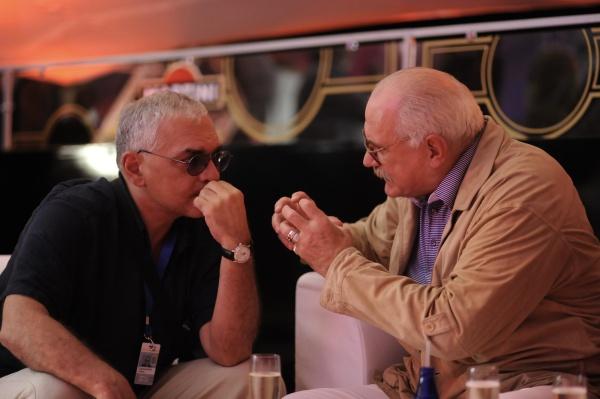 "Карен Шахназаров и Никита Михалков на ""Кинотавре-2010"""