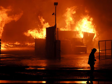 Во время пожара на пермском складе бытовой химии погибли несколько человек