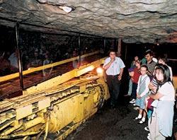 Модель шахты в натуральную величину: выставлен не только «антиквариат», но и настоящий современный комбайн