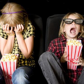 Понаблюдайте, как ваш ребенок реагирует на смену картинки, песни в мультфильмах, смешные и пугающие эпизоды.