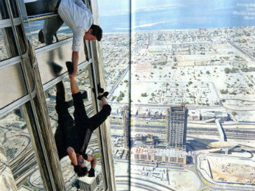 Том Круз (Tom Cruise) самостоятельно выполнял опасные трюки на съемках фильма «Миссия невыполнима»