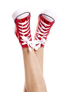Чтобы сохранить красоту ног, необходимо сбалансированно питаться, больше двигаться и следить за осанкой.