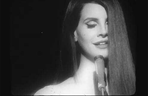 Лана Дель Рей (Lana Del Rey) исполнила свою версию национального гимна.