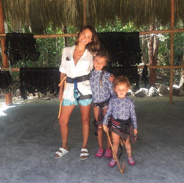 Джессика Альба с дочерьми